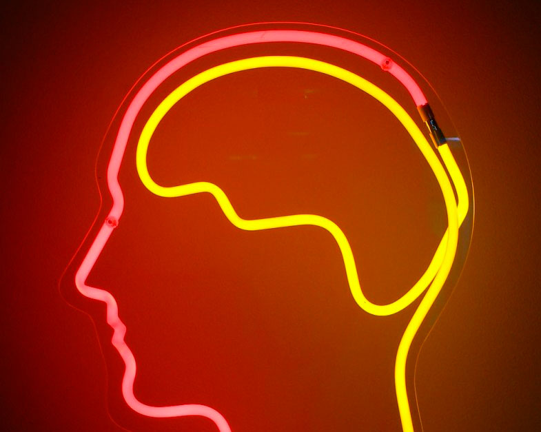 Cerebro de neón; estimulación transcraneal con corriente continua, TDCS